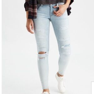 •Light Wash Ripped Jeans•